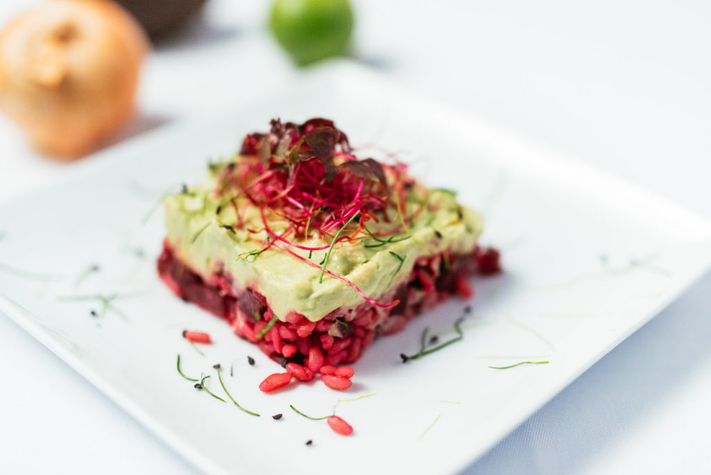 vegan-joya-rote Rüben-vorspeise-avocado creme-vegetarisch