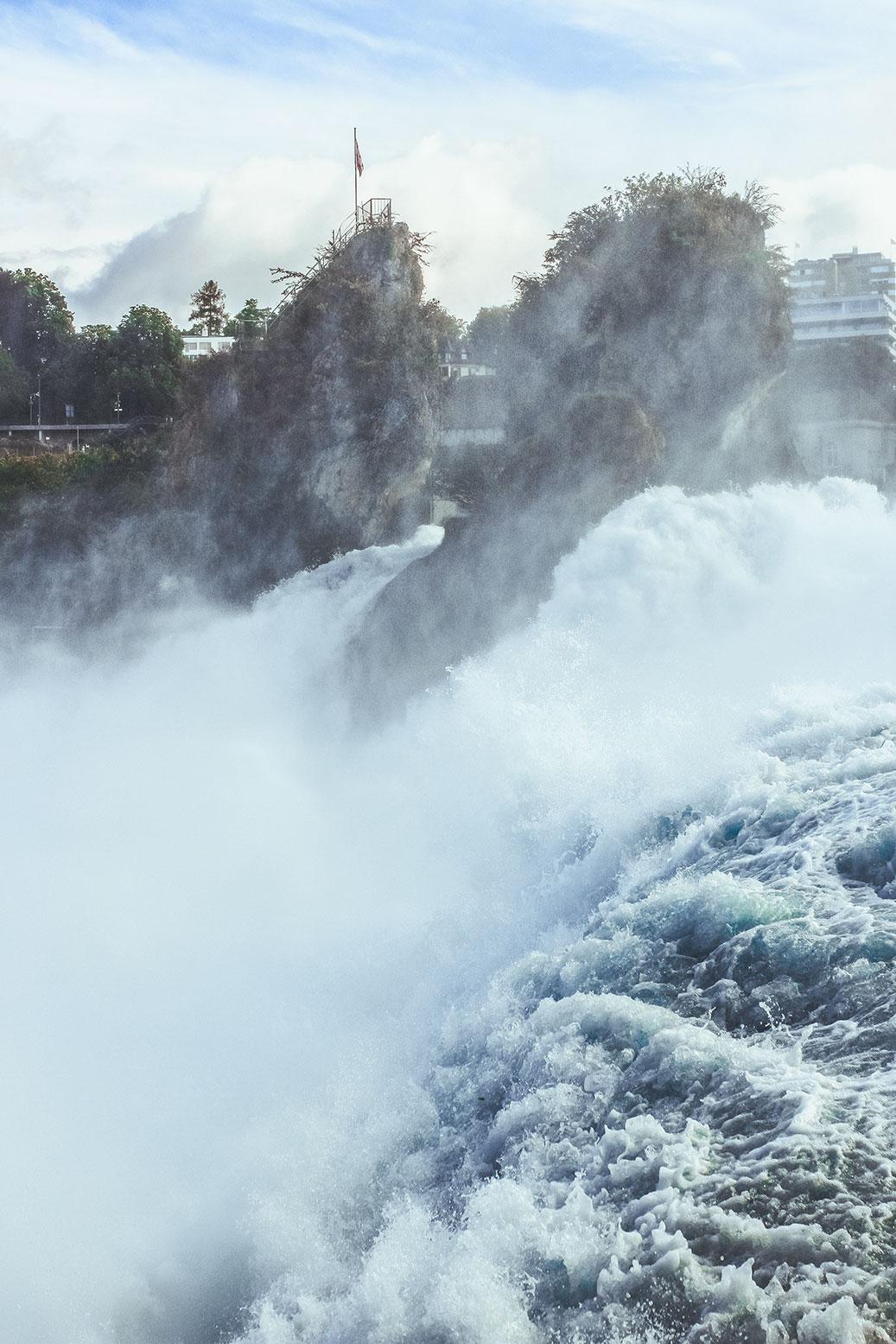 Rheinfall-Schweiz-größter-Wasserfall-Europas-Tagestrip