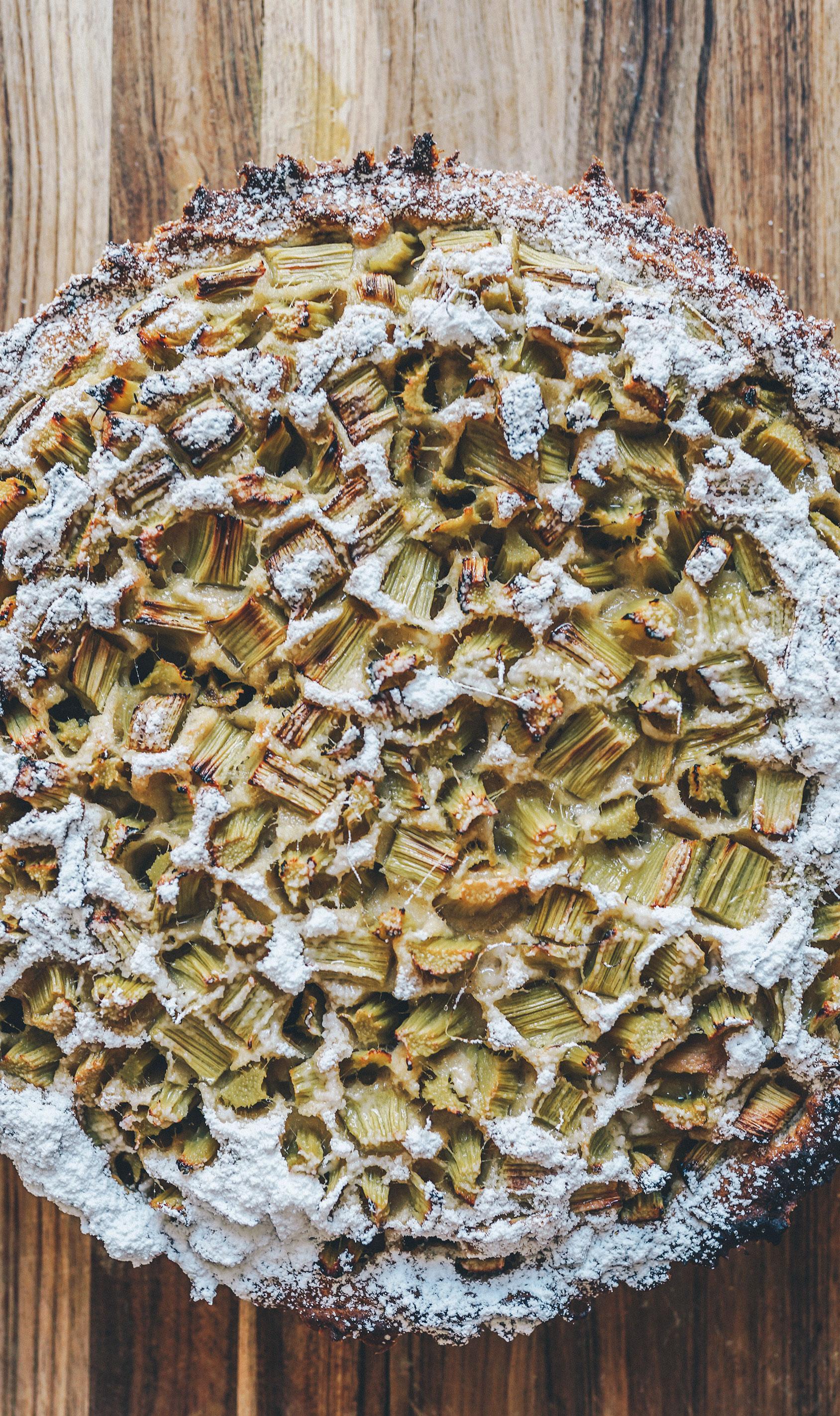 Veganer Bananen Rhabarber Kuchen ohne weißen Zucker laktosefrei glutenfrei